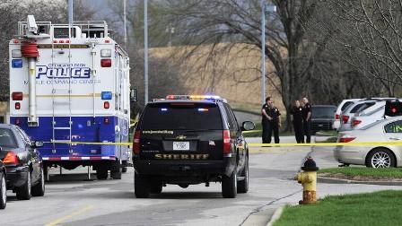 مقتل 4 أشخاص وإصابة آخرين في كانساس الأمريكية