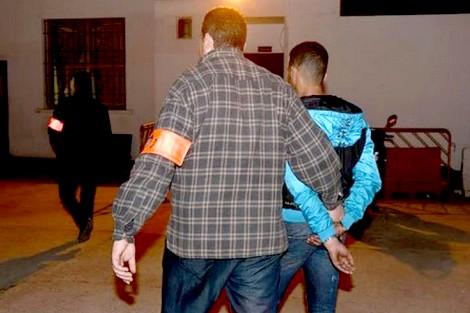 شرطي يطلق النار بالخميسات لتوقيف شخص عرض حياة والدته ورجال الأمن للخطر