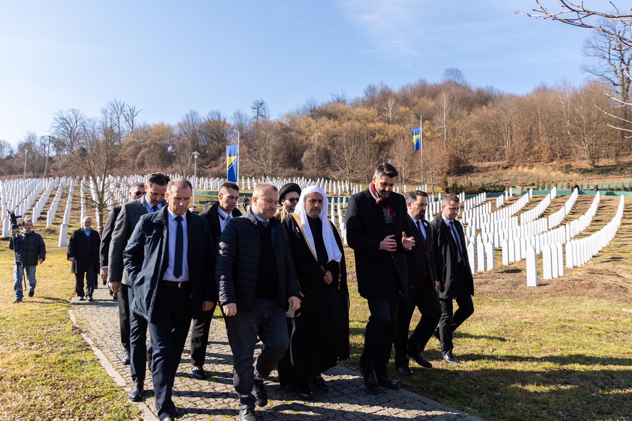 الأمين العام لرابطة العالم الاسلامي يرأس وفدا من علماء المسلمين لموقع مذبحة سربرينيتسا
