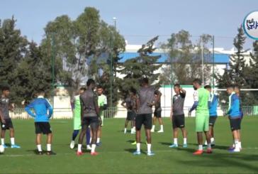 شاهد الأجواء الحماسية لتدريبات لاعبي الرجاء العالمي قبل مواجهة مولودية الجزائر  +فيديو