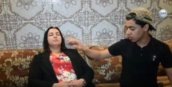 بالفيديو… شاب مغربي يستخدم فن التنويم المغناطيسي بطريقة خاصة