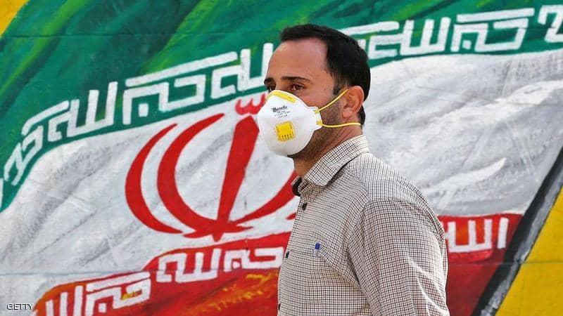 مأساة بإيران… وفاة 27 إيرانيا شربوا الكحول للشفاء من كورونا