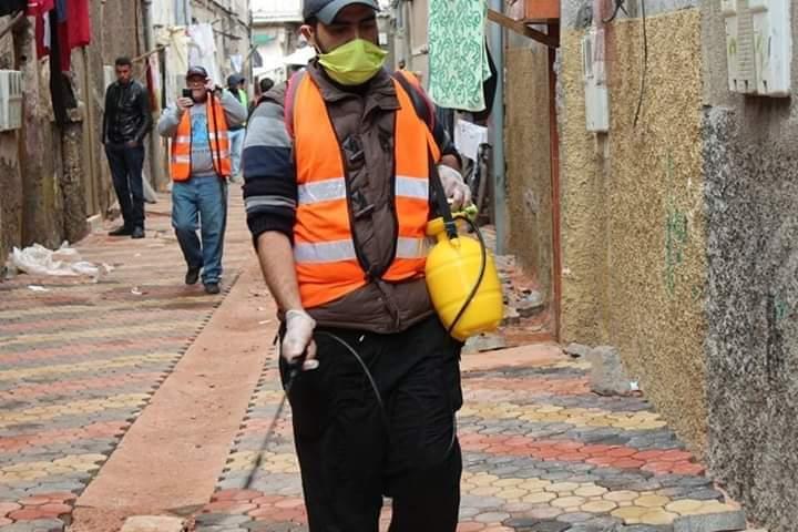 حي درب غلف الشهير بالدار البيضاء يتحرك… جمعيات وعدد من الشباب المتطوعين ينخرطون في حملات التوعية والتحسيس والتعقيم في مواجهة فيروس كورونا