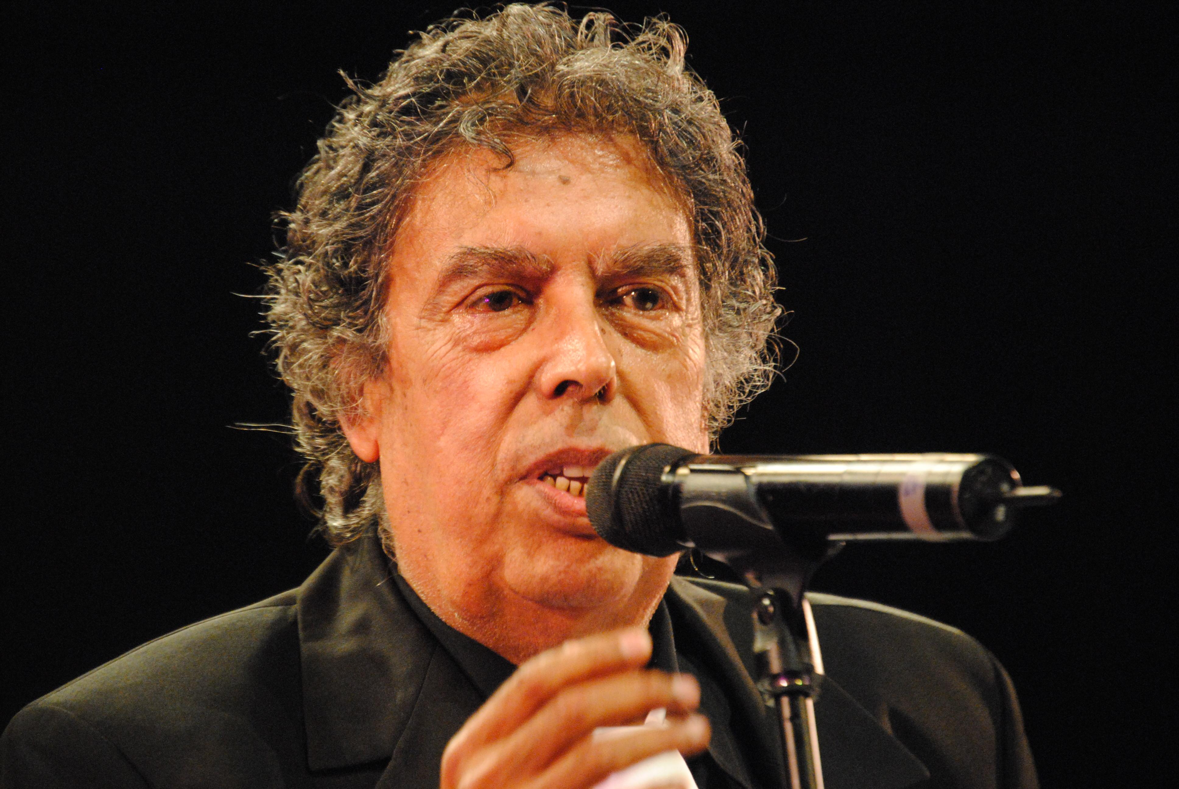 عميد الأغنية المغربية عبد الوهاب الدكالي يجري عملية جراحية