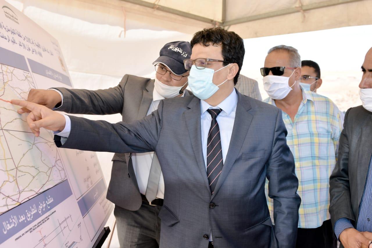 عزيز بوينيان عامل الرحامنة يتفقد سير الأشغال بمجموعة من المشاريع التنموية بالإقليم