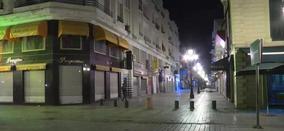 تونس: فرض حظر التجول في جميع أنحاء البلاد بعد عودة كورونا بقوة