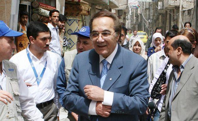 نجوم الفن يحولون مواقع التواصل الإجتماعي  لمنصة للعزاء بعد رحيل الهرم المصري محمود ياسين
