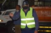 """العيون : """" حمدي ولد الرشيد """" يشرف بنفسه على عملية تنظيف شوارع وأزقة المدينة"""