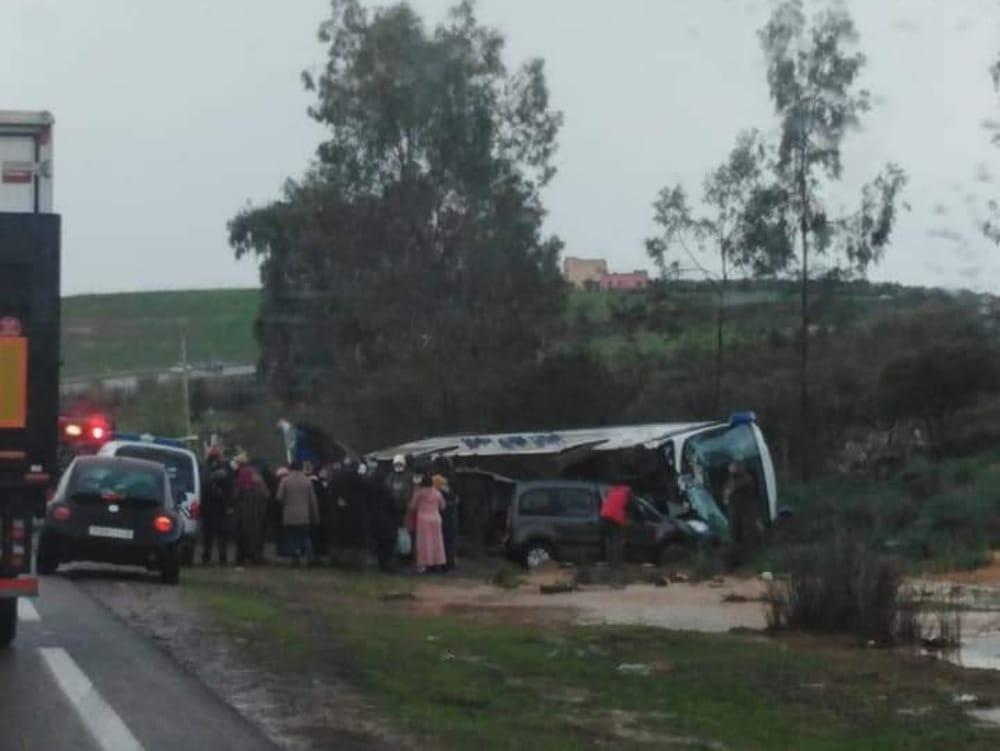 إقليم الخميسات.. 15 مصاب جراء انقلاب حافلة لنقل المسافرين