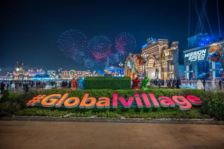 القرية العالمية بدبي تبدأ 2021 برقم قياسي جديد في جينيس