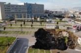 حفرة عملاقة تبتلع السيارات وتخرج مستشفى نابولي الإيطالية عن الخدمة