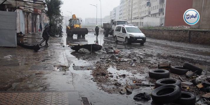 بالفيديو وعلى المباشر شاهد الدار البيضاء تغرق تحت مياه الأمطار